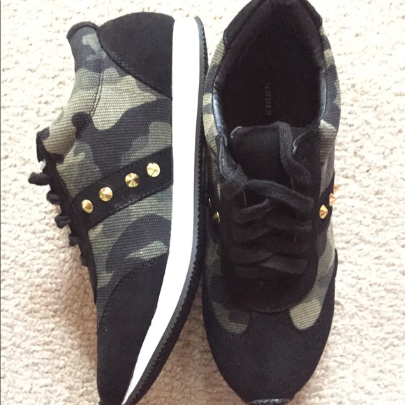 Forever 21 Shoes - ✨NEW Forever 21 Camo Sneakers